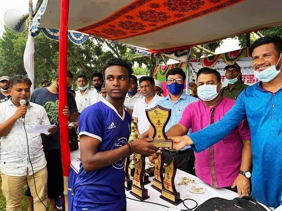 বিরামপুরে বঙ্গবন্ধু ও বঙ্গমাতা ফুটবল টুর্নামেন্টের ফাইনাল (অনূর্ধ্ব-১৭) খেলা অনুষ্ঠিত