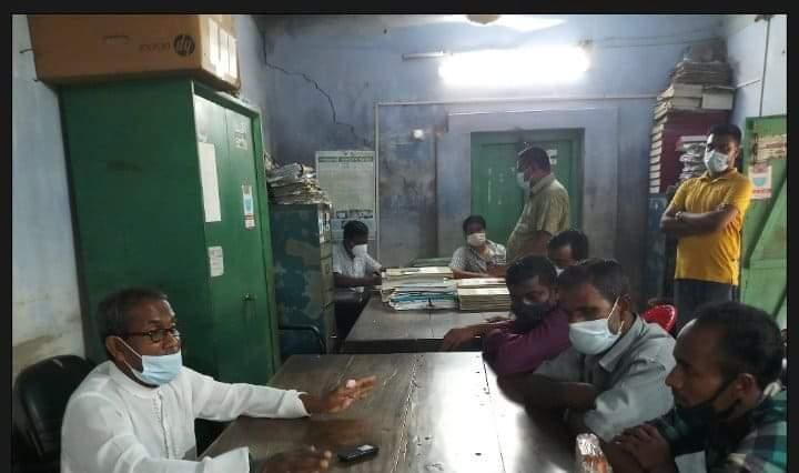 বাগমারার ভবানীগঞ্জ পৌরসভাতে করোনা সচেতনতা বৃদ্ধিতে কার্যক্রম চালাচ্ছেন মেয়র মালেক মন্ডল