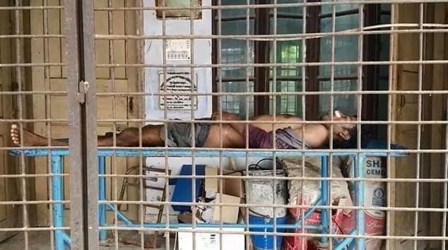 চাঁপাইনবাবগঞ্জে সেপটিক ট্যাংকিতে পড়ে এক শ্রমিকের মৃত্যু ও একজন আহত