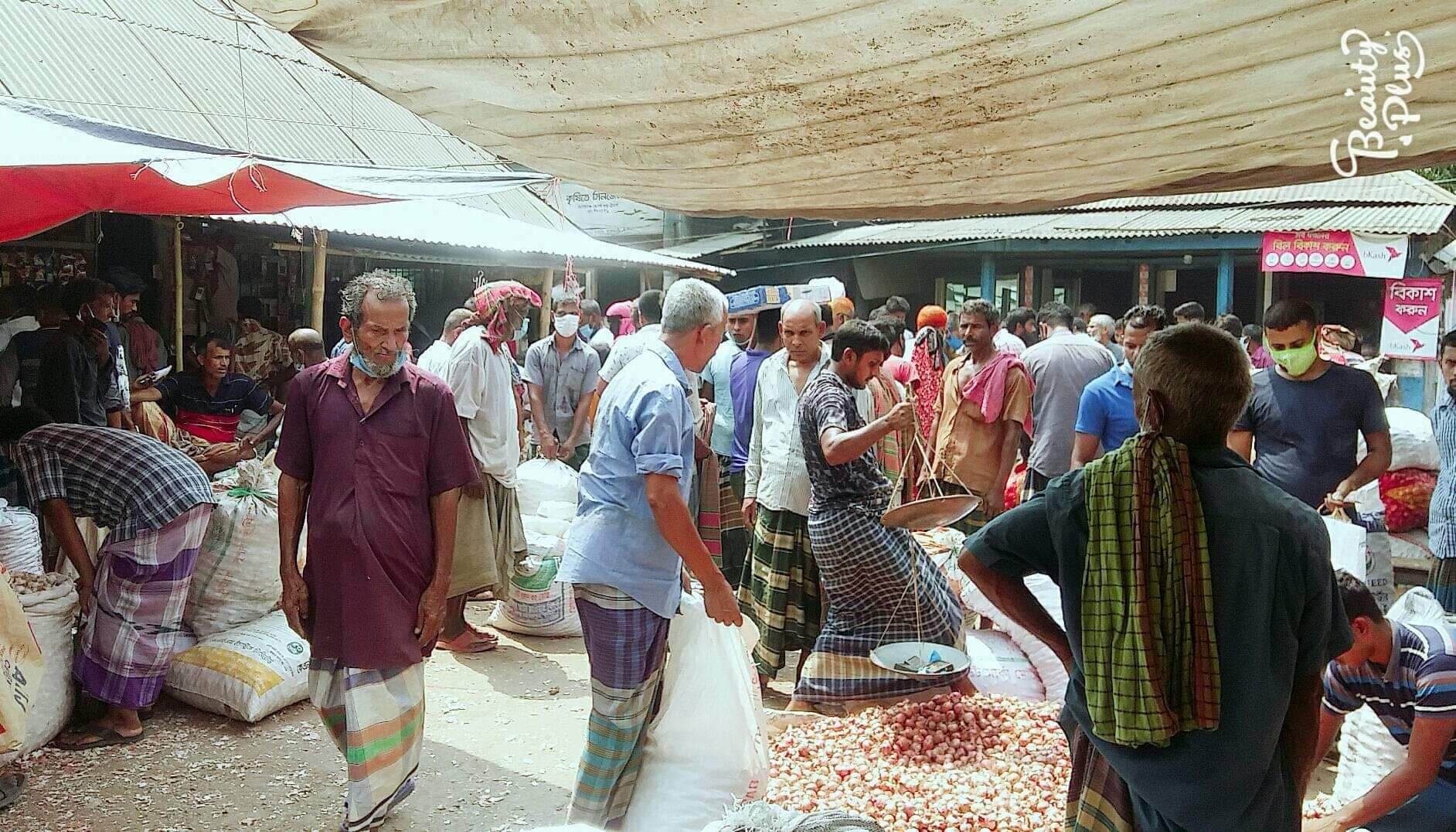 রাজবাড়ীর খানখানাপুর বাজারে সুস্বাস্থ্যবিধি মানছে না মানুষ প্রশাসন নজর দিন
