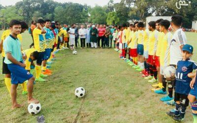 খানখানাপুরে ক্রীড়া সংঘ উদ্যোগে সিনিয়ার ও জুনিয়ার এর মাঝে ফুটবল খেলা অনুষ্ঠিত হয়